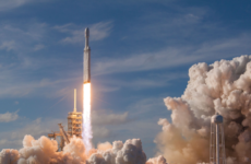 SpaceX launches the Falcon Heavy rocket, the most powerful rocket in history, on February 6 at 3:45 p.m.